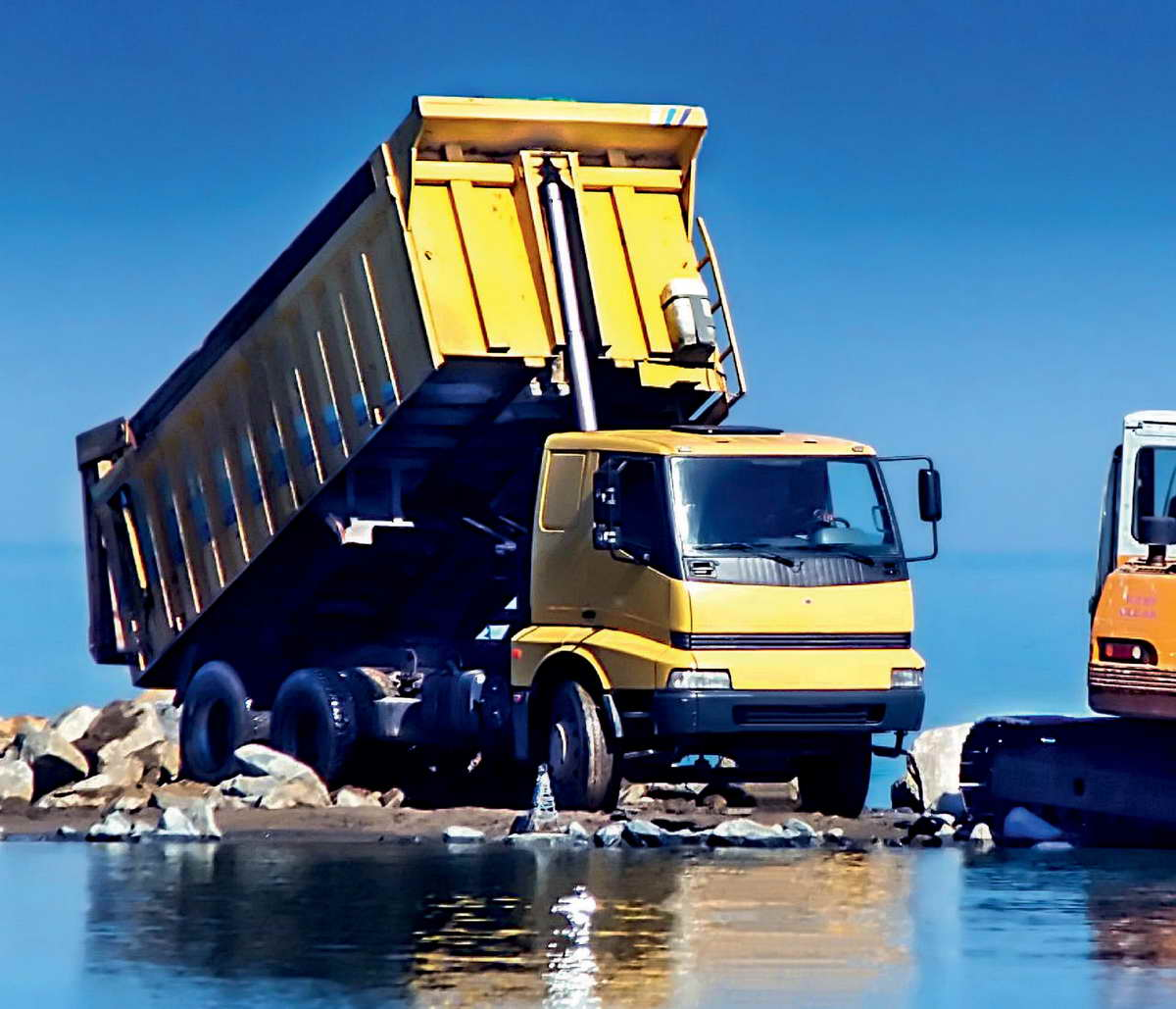 triangle_g2-offroad-truck_1000x1600_2015-08-07_v05_sj.indd