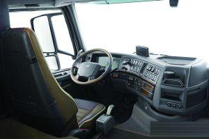 volvo-fh16-750-semi-truck-drivers-area