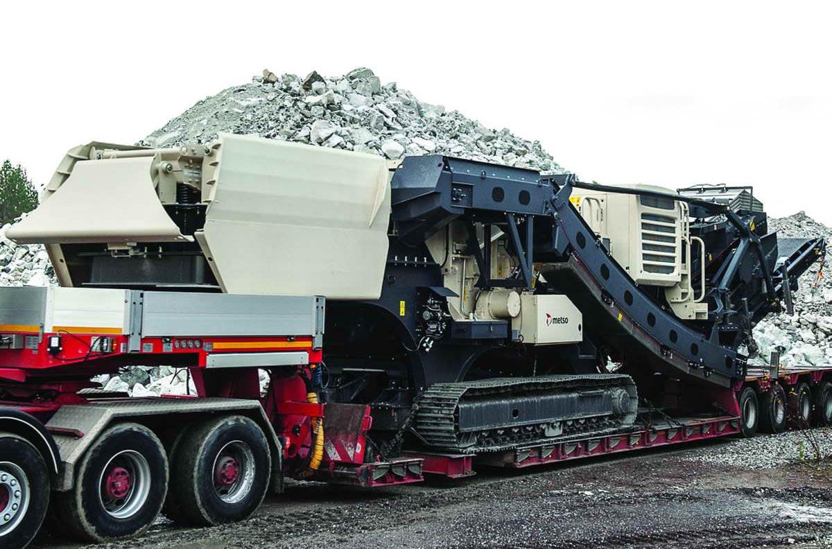 Lokotrack-LT1213S-mobile-crushing-screening-plant-02
